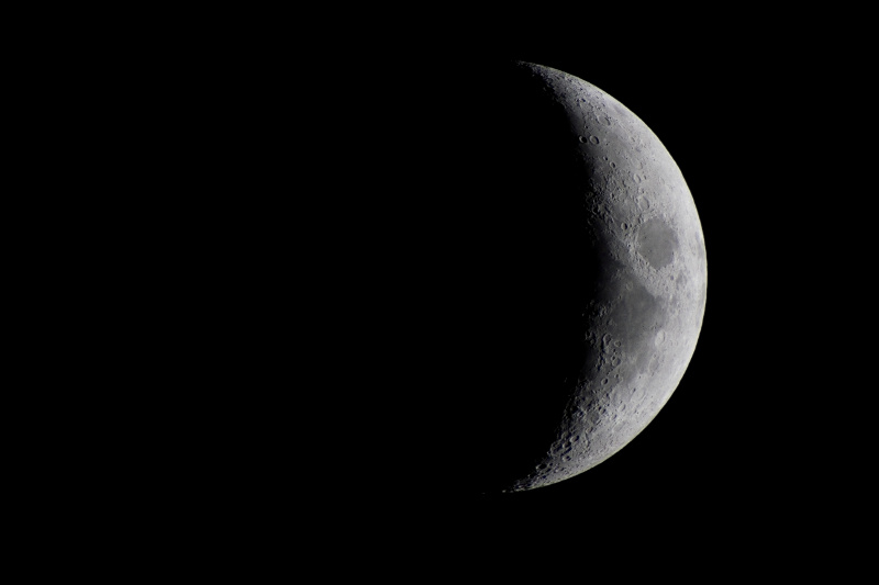 viewing the moon with basic telescope